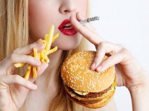 Los hábitos que todos tenemos y que dañan nuestros dientes